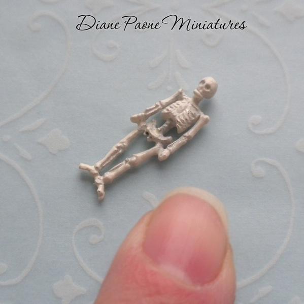 Very small TINY Human SKELETON Halloween Dollhouse  : verysmall 1365651317 9077 from www.ebay.com size 599 x 599 jpeg 71kB